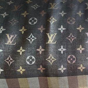Louis Vuitton SoShine Monogram Shawl NewCollection